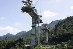 300px-Bridge_pier_in_Naganohara[1].jpg
